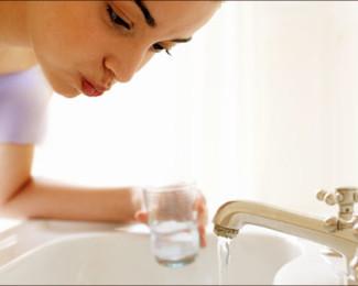 Mondwater, spoelen, goed, slecht, mond, verzorging, smaak, gebit, tanden, gezond