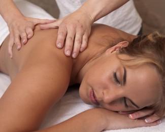 nekmassage apparaat, nek, klachten, massage, medisana, shiatsu, handen, apparaat, nekmassagekussen, masseren